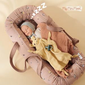 Conheça o novo ninho para o seu bebé dormir umas sestas e ao mesmo tempo ser facilmente transportado sem ter de lhe interromper o soninho. ⠀⠀⠀⠀⠀⠀⠀⠀⠀⠀ 🖥 www.myminimoon.com 📩 shop@myminimoon.com 📞 223 252 987   965 467 237 ⠀⠀⠀⠀⠀⠀⠀⠀⠀⠀ #MyMiniMoon #BabyAndChildLifeStyle #BabyCare #MadeInPortugal #Baby #Bebé #Criança #LojaDeBebés #TudoParaOSeuBeBé #BabyFashion #BabyShop #Ninho #SestaBebe #Soninho #MyMiniMoon #Liewood #Alcofa #LojaBebe #BebeDormir