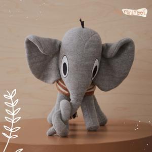 Qual é a criança que não gosta de elefantes? 🌟 ⠀⠀⠀⠀⠀⠀⠀⠀⠀⠀ 🖥 www.myminimoon.com 📩 shop@myminimoon.com 📞 223 252 987 | 965 467 237 ⠀⠀⠀⠀⠀⠀⠀⠀⠀⠀ #MyMiniMoon #BabyAndChildLifeStyle #BabyCare #MadeInPortugal #Baby #Bebe #Crianças #Elefantes #Elefante #Peluches #Bonecos #ElefantesDecorativos