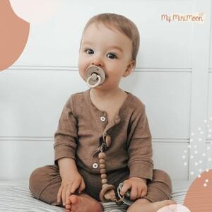 As chupetas BIBS feitas de borracha 100% natural são perfeitas para o crescimento dos primeiros dentes dos seus filhos!   🖥www.myminimoon.com  📩shop@myminimoon.com  📞223 252 987 | 965 467 237   #MyMiniMoon #BabyAndChildLifeStyle #BabyCare #MadeInPortugal #Baby #Bebe #Crianças #Chupetas #Chuchas #ChupetaBebe #ChuchaCriança