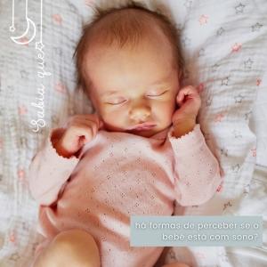 Nem todos os bebés são iguais e há padrões diferentes de sono. Não se esqueça que os bebés ainda não distinguem o dia da noite e vão dormitando ao longo do dia, à medida que querem e lhes é permitido. Assim o ideal para um bom desenvolvimento é que se tente adaptar os seus ciclos de dormir ao dos seus pais. Assim, gradualmente vão-se apercebendo (ainda que de forma abstrata) de conceitos como a diferença horária e da noção de tempo. ⠀⠀⠀⠀⠀⠀⠀⠀⠀⠀ 🖥 www.myminimoon.com 📩 shop@myminimoon.com 📞 223 252 987 | 965 467 237 ⠀⠀⠀⠀⠀⠀⠀⠀⠀⠀ #MyMiniMoon #BabyAndChildLifeStyle #BabyCare #MadeInPortugal #Baby #Bebé #Criança #LojaDeBebés #TudoParaOSeuBeBé #BabyFashion #BabyShop #SonoBebé #BebéComSono #DicasBebé #DicasMamãs #ReaçõesBebés #ArtigosBebés #BlogBebés #Dormir #SinaisBebé #BabyPlanning