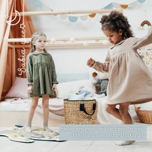 Faça um levantamento destes e outros materiais / brinquedos inúteis e não hesitem em desfazer-se dos mesmos, para bem da organização do vosso dia a dia e da sua sanidade mental. E por aí por casa, o que há para destralhar em 2021? ⠀⠀⠀⠀⠀⠀⠀⠀⠀⠀ 🖥 www.myminimoon.com 📩 shop@myminimoon.com 📞 223 252 987  965 467 237 ⠀⠀⠀⠀⠀⠀⠀⠀⠀⠀ #MyMiniMoon #BabyAndChildLifeStyle #BabyCare #MadeInPortugal #Baby #Bebé #Criança #LojaDeBebés #TudoParaOSeuBeBé #BabyFashion #BabyShop #Ensinar #Crescimento #Organização #Bebe #OrganizaçãoBebé #EnsinarCrianças #Valores #TransmitirValores #Doar #Brinquedos #BabyPlanning
