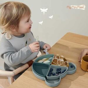 Conjunto de prato com 4 compartimentos (removíveis) perfeito para todas as refeições do seu bebé!   É ideal para promover a auto-alimentação e desenvolvimento da motricidade fina dos pequeninos e os seus quatro compartimentos lembram os pais de servir uma refeição equilibrada.   🖥www.myminimoon.com 📩shop@myminimoon.com 📞223 252 987   965 467 237  #MyMiniMoon #BabyAndChildLifeStyle #BabyCare #MadeInPortugal #Baby #Bebe #Crianças #PratosDivertidos #RefeicaoCompleta #RefeicaoEmFamilia #SiliconeBaby #AlimentacaoInfantil